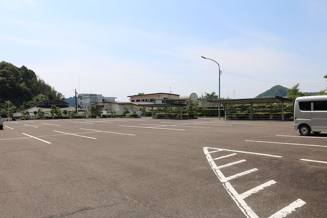 武芸川生涯学習センター駐車場